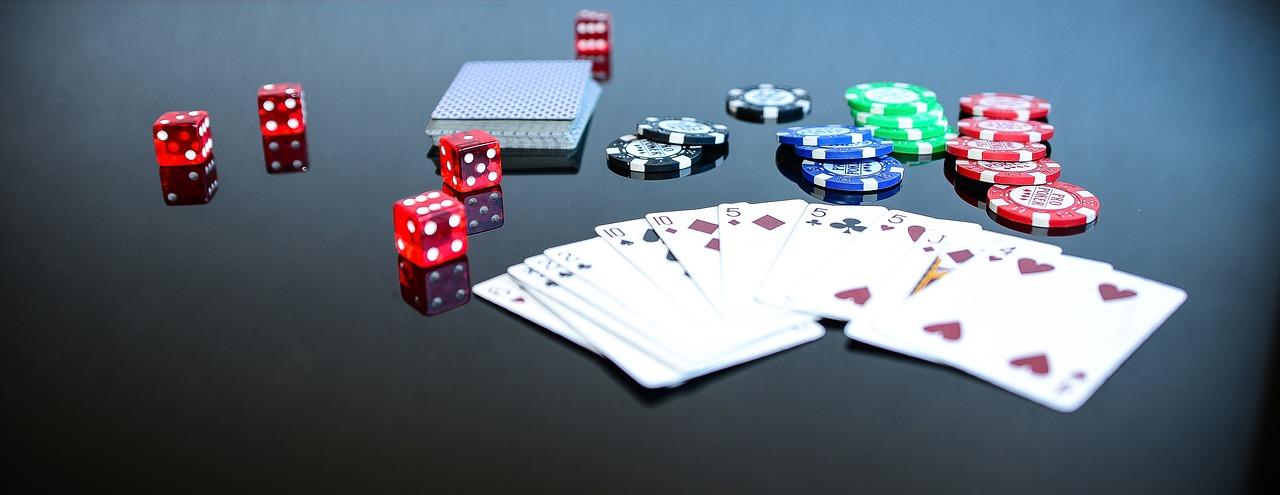 Wie spielt man Live Ultimate Texas Holdem?